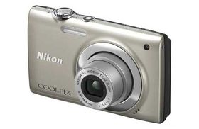 Nikon Coolpix S2500 Silver with 4GB SD and Case